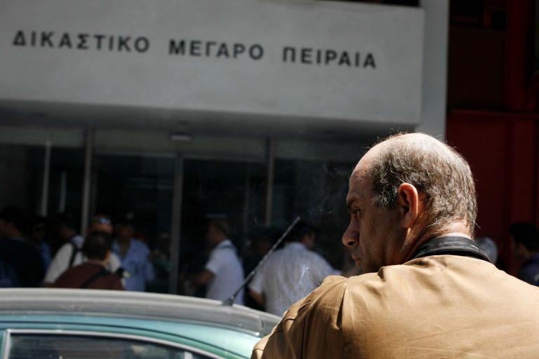 Εκκενώνονται τα δικαστήρια Πειραιά μετά από τηλεφώνημα για βόμβα | Newsit.gr
