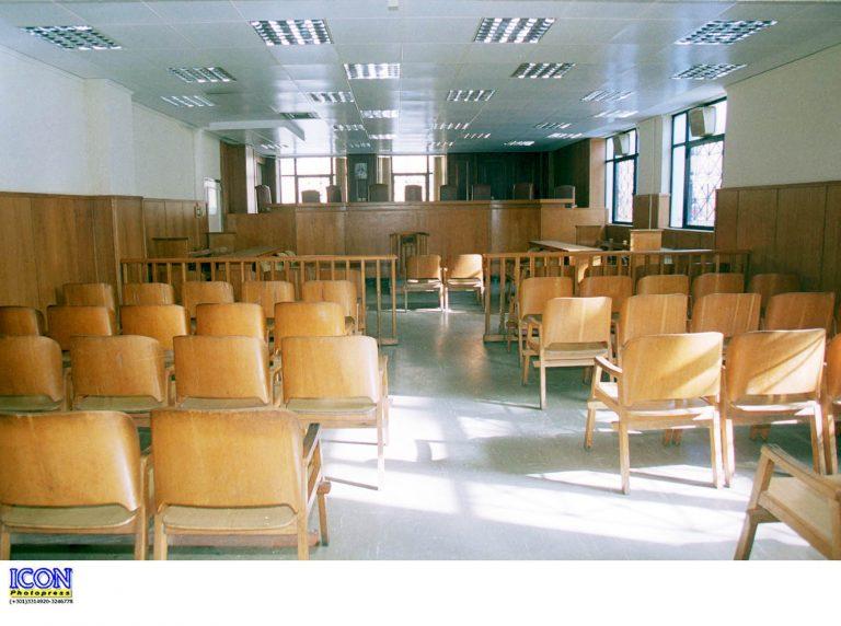 Χωρίς δικηγόρους, συμβολαιογράφους, επιμελητές   Newsit.gr