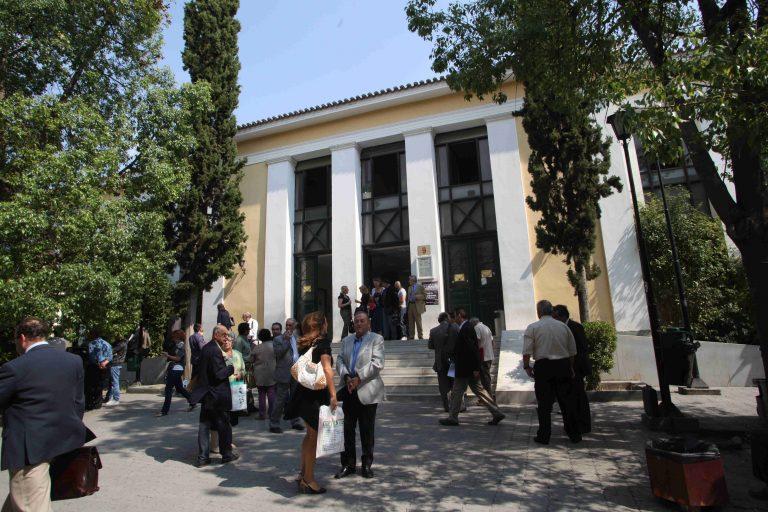 Δουλειά των δικηγόρων μεταβιβάζεται σε συμβολαιογράφους | Newsit.gr