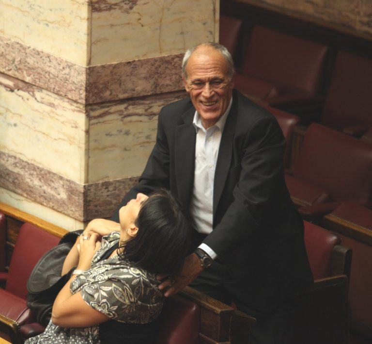 Μας ζάλισες Γιάννη Δημαρά. Παραιτείσαι ή δεν παραιτείσαι;   Newsit.gr