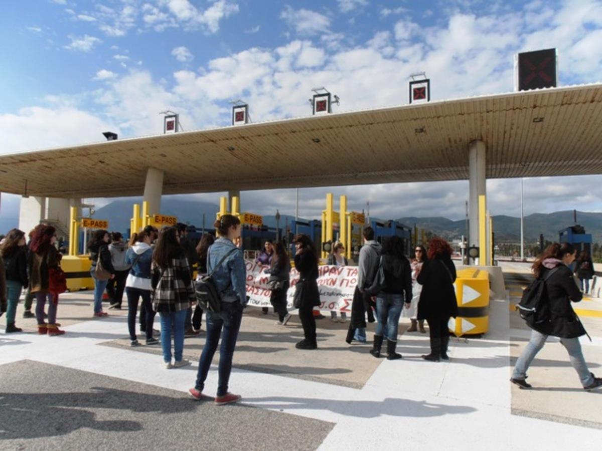 «Σήκωσαν» τις μπάρες στα διόδια Ρίου – Αντιρρίου οι σπουδαστές (ΦΩΤΟ και VIDEO) | Newsit.gr