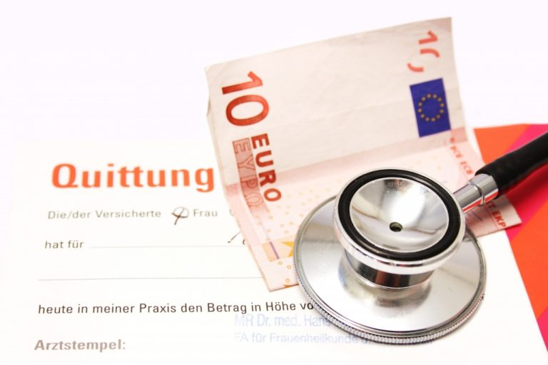 Ένας στους δύο γιατρούς δεν κόβει… απόδειξη | Newsit.gr