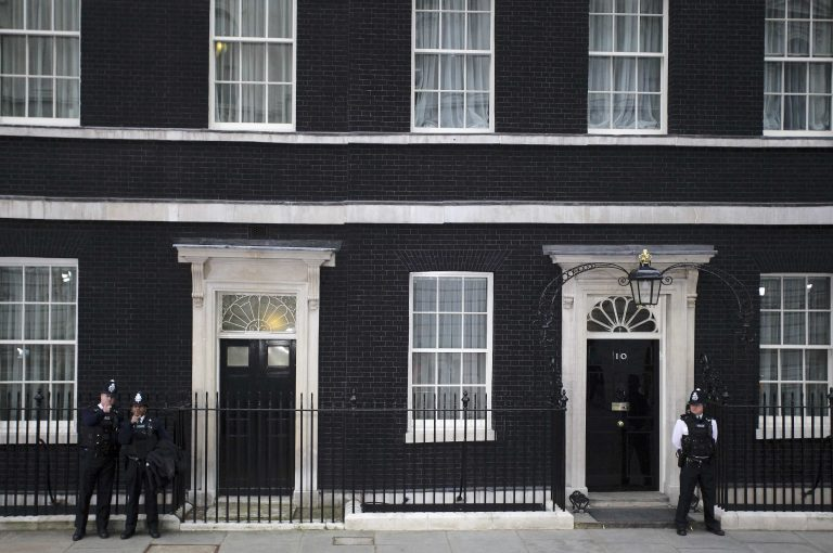 Βρετανία: Αρνείται συμμετοχή στο μηχανισμό στήριξης χωρών της ευρωζώνης | Newsit.gr
