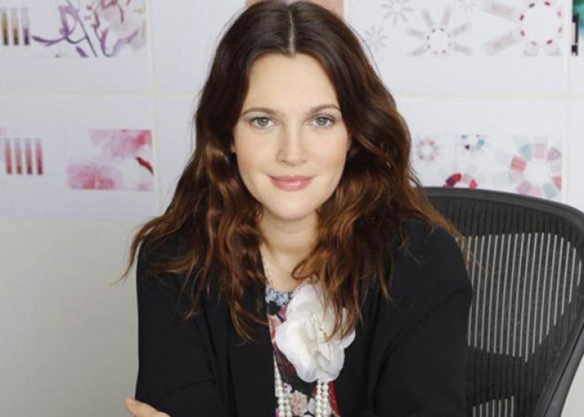 Η Drew Barrymore για την νέα της σειρά μακιγιάζ: «Δεν μπορώ να κοιμηθώ τα βράδια!». Γιατί; | Newsit.gr