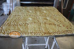 Χαλκιδική: Αυτό είναι το χριστόψωμο των 180 κιλών – Δείτε φωτό και βίντεο!