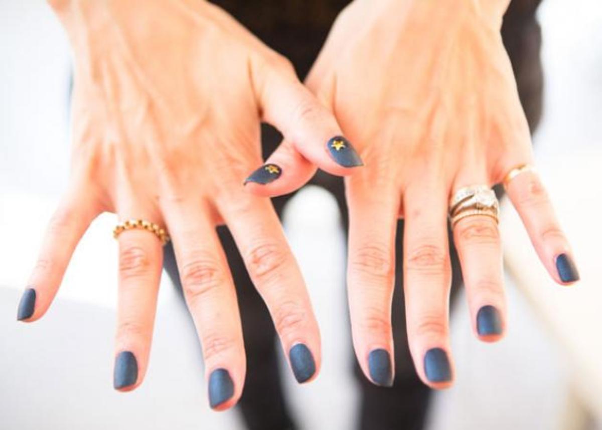 Denim manicure! Με άλλα λόγια νύχια που θυμίζουν το τζιν μας!   Newsit.gr