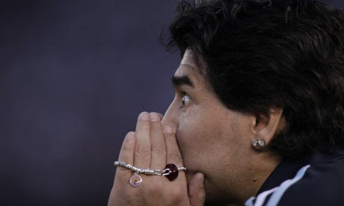 25.000 ευρώ για το σκουλαρίκι τoυ Maradona! | Newsit.gr