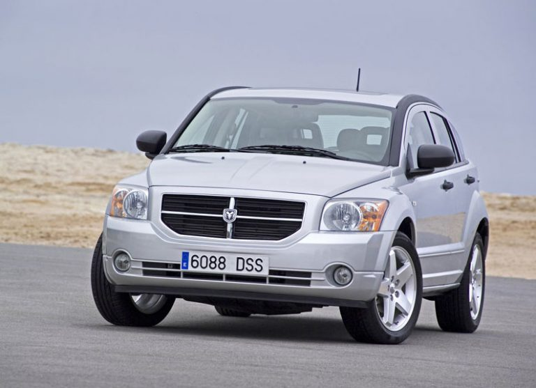 Υπό έρευνα το Dodge Caliber, πιθανό πρόβλημα στο πεντάλ γκαζιού | Newsit.gr
