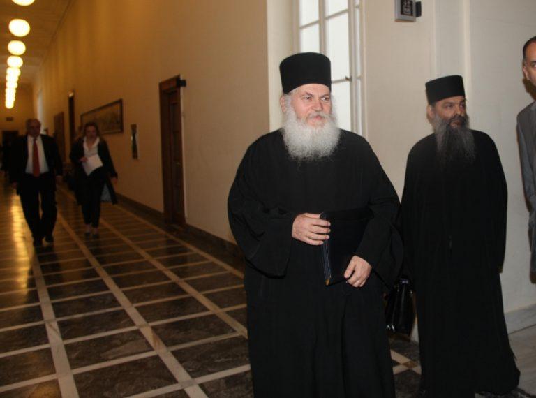 Η Μονή σύρθηκε στις ανταλλαγές κατέθεσε ο Εφραίμ στην Εξεταστική | Newsit.gr