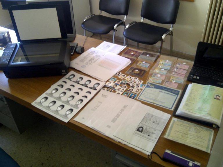 Εργαστήριο κατασκευής παράνομων εγγράφων έστησαν αλλοδαποί   Newsit.gr