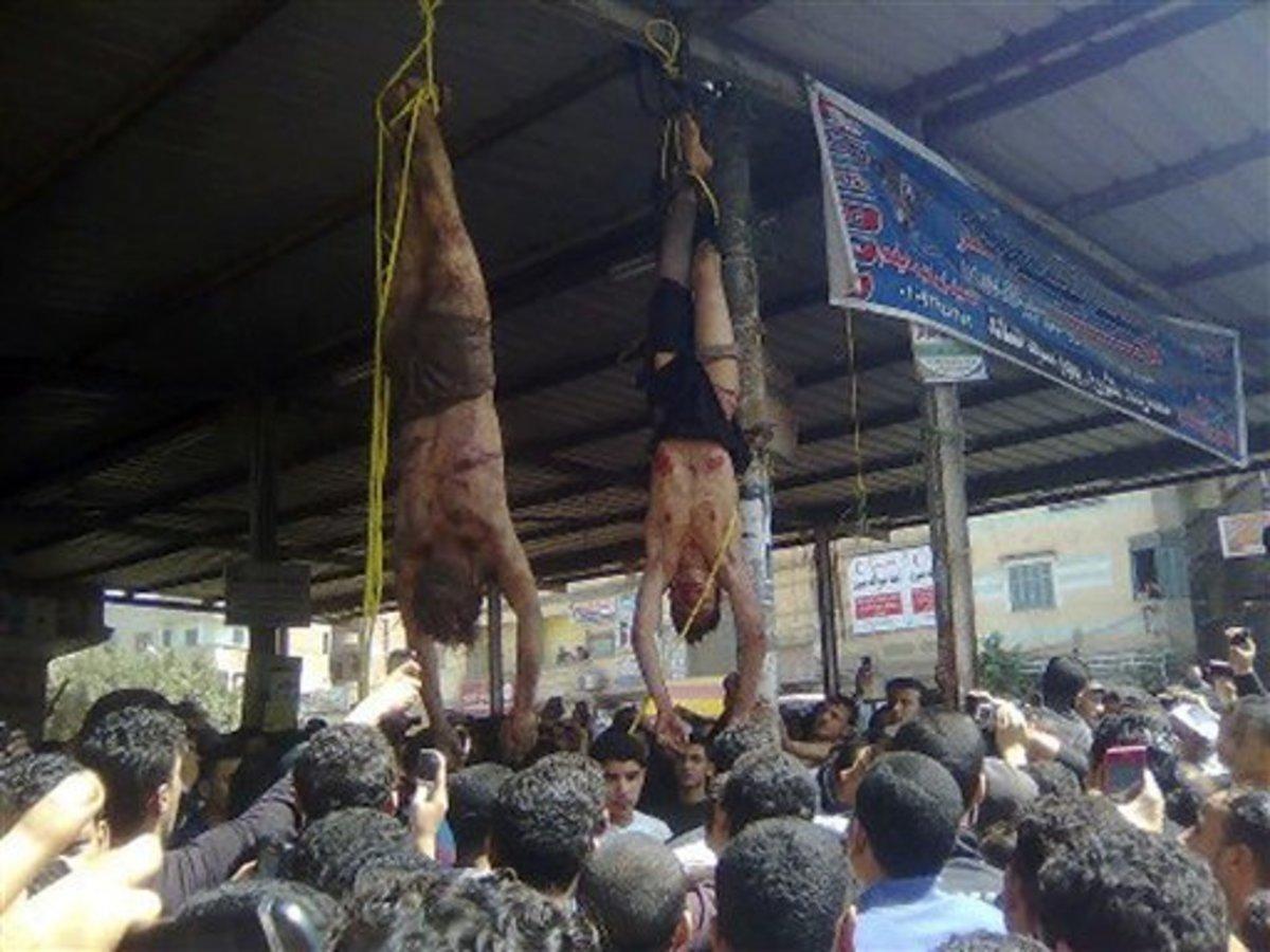 Έδειραν μέχρι θανάτου κακοποιούς και κρέμασαν τα πτώματά τους προς παραδειγματισμό – Σκληρές εικόνες   Newsit.gr