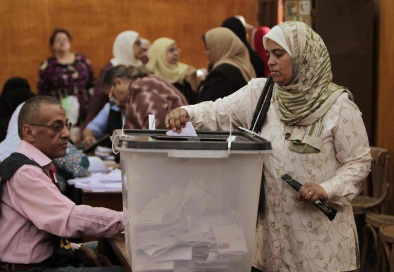 Ένας αστυνομικός νεκρός έξω από εκλογικό τμήμα – Μεγάλη η συμμετοχή στις πρώτες εκλογές στην μετά Μουμπάρακ εποχή   Newsit.gr