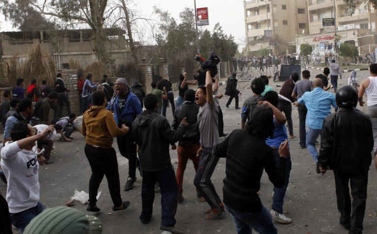 Αίγυπτος: Επίθεση διαδηλωτών σε γραφείο των Αδελφών Μουσουλμάνων | Newsit.gr