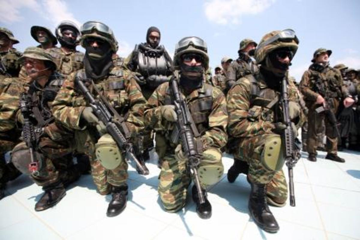 Ένοπλες Δυνάμεις «αστραπή» – Δείτε Φωτο | Newsit.gr