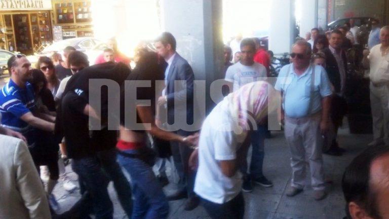 Στον Εισαγγελέα οι 6 Ελληνες που συνελήφθησαν για την επίθεση εναντίον μεταναστών στο Πέραμα | Newsit.gr