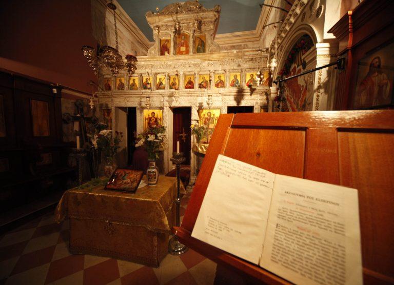 Αχαϊα: Ιερόσυλοι έβαλαν φωτιά σε ναό και κατέστρεψαν εκκλησιαστικά είδη   Newsit.gr