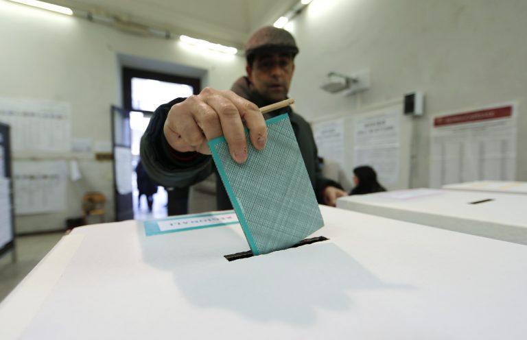 Μειωμένη η συμμετοχή στις ιταλικές εκλογές   Newsit.gr