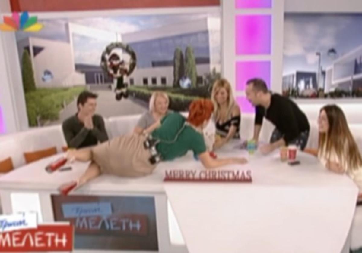 Γιατί ξάπλωσε η Ελεονώρα στο τραπέζι; | Newsit.gr