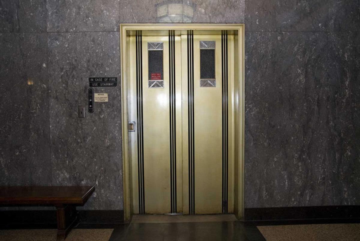 Πήγαινε να φτιάξει τα ασανσέρ και έκλεβε τα σπίτια | Newsit.gr