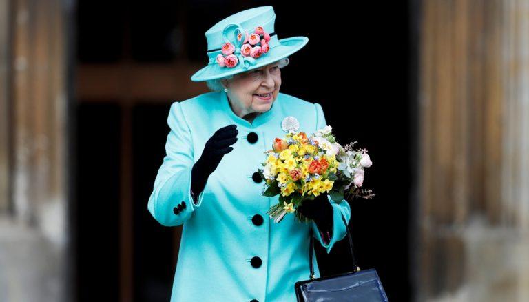 Η βασίλισσα Ελισάβετ γιορτάζει τα 91α γενέθλιά της [pics] | Newsit.gr