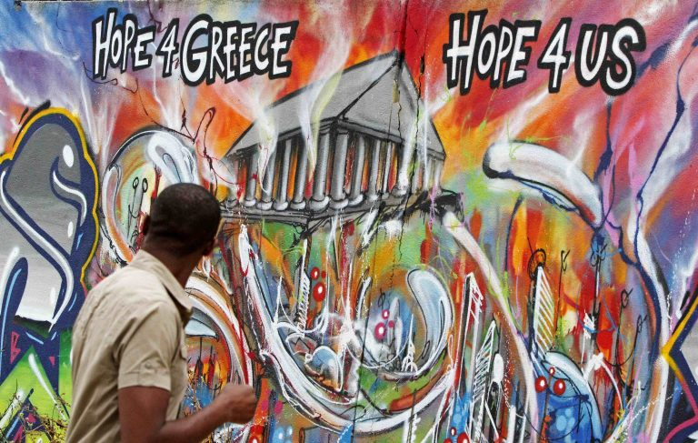 «Οι Έλληνες αγαπούν την Ελλάδα, αλλά θέλουν να φύγουν» | Newsit.gr