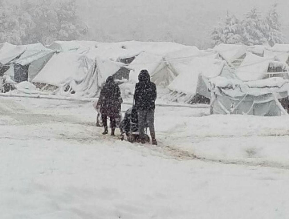 Συγκλονιστικές εικόνες! Από το χιονισμένο Όλυμπο μεταφέρουν αλλού τους πρόσφυγες | Newsit.gr