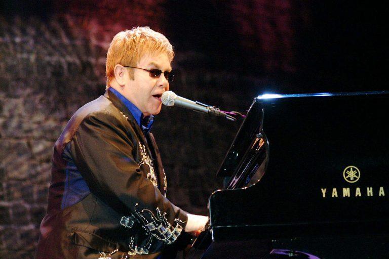 Σε ποιόν αφιέρωσε τη συναυλία του ο Έλτον Τζον | Newsit.gr