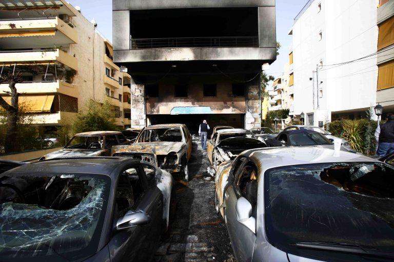 Έκαψαν 22 αυτοκίνητα | Newsit.gr