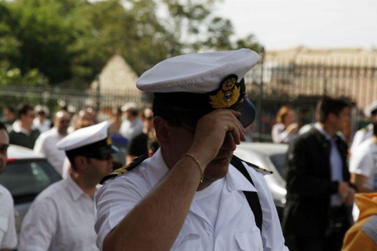 Η παρακμή των ένστολων πολιτών δεν είναι μόνο οικονομική… | Newsit.gr