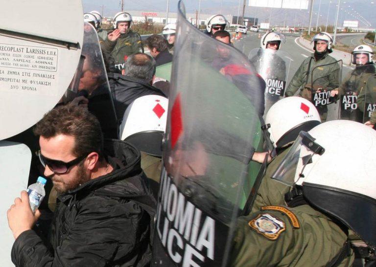 Λάρισα: ΜΑΤ κατά αγροτών στον κόμβο της Νίκαιας! ΦΩΤΟ | Newsit.gr
