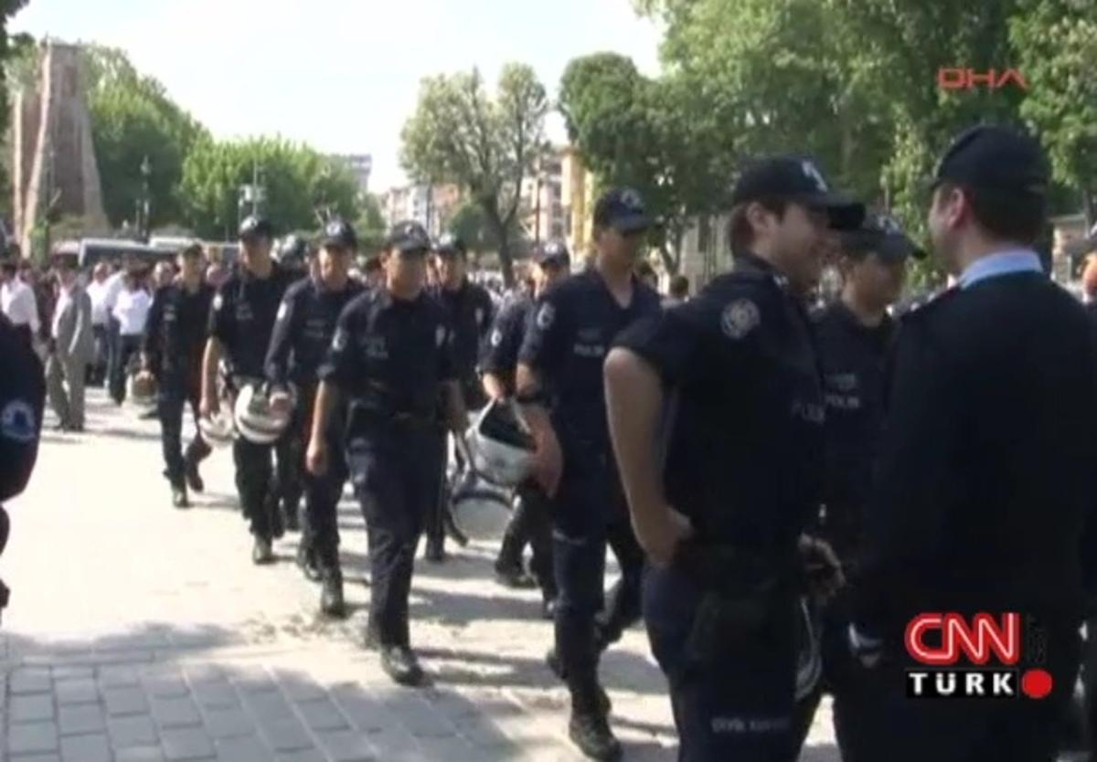 ΦΩΤΟ και ΒΙΝΤΕΟ απ'τα επεισόδια των «αιωνίων» στην Πόλη | Newsit.gr