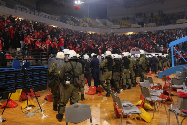 4 αγωνιστικές σε Ολυμπιακό και Παναθηναϊκό για τα επεισόδια | Newsit.gr
