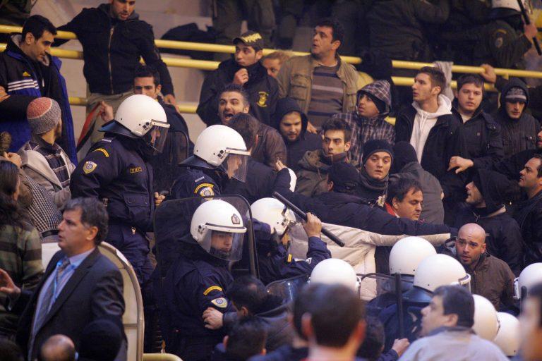 Επεισόδια στο Περιστέρι | Newsit.gr