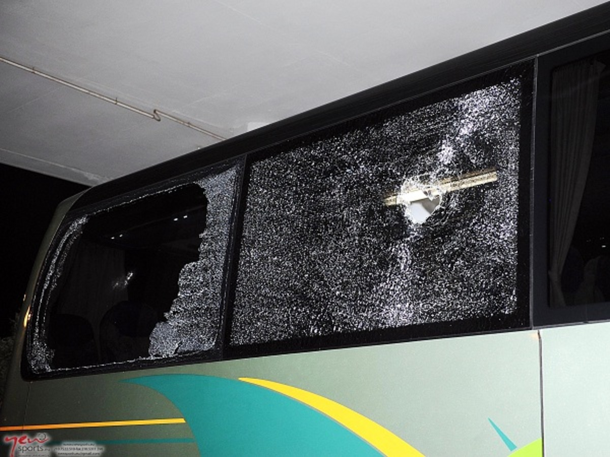 Επίθεση με πέτρες στο πούλμαν του Παναθηναϊκού-Μαχαιρώθηκε οπαδός του ΠΑΣ | Newsit.gr