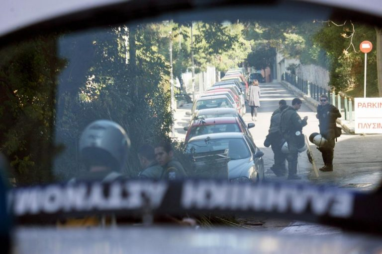 Τραυμάτισαν μοτοσικλετιστή μέρα μεσημέρι στην μέση του δρόμου και τον λήστεψαν | Newsit.gr