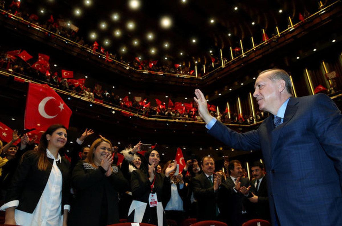 Ο πόλεμος της τουλίπας συνεχίζεται! Ο Ερντογάν «έκλεισε» το ολλανδικό booking | Newsit.gr