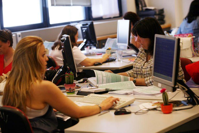 Μειώσεις μισθών στον ιδιωτικό τομέα-Ποιοι χάνουν ως και 26% του μισθού τους | Newsit.gr