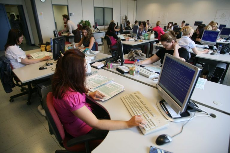 Η κυβερνητική απραξία προκαλει μειώσεις μισθών έως και 12% στον ιδιωτικό τομέα | Newsit.gr