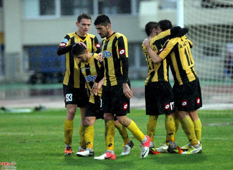 Τρίο στην κορυφή της Football League | Newsit.gr