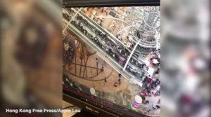 Τρομακτικό ατύχημα με 17 τραυματίες! Οι κυλιόμενες σκάλες άλλαξαν ξαφνικά φορά [vid]