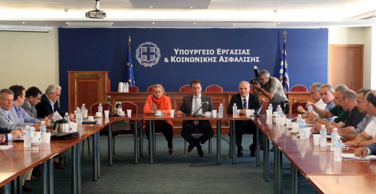 ΕΣΕΕ: Επαναφορά του κατώτατου μισθού στα 701 ευρώ | Newsit.gr