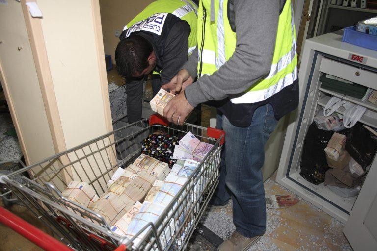 Διάσημος πορνοστάρ συνελήφθη σε επιχείρηση της αστυνομίας για ξέπλυμα βρώμικου χρήματος – ΒΙΝΤΕΟ | Newsit.gr