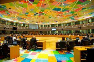 Ο βελγικός Τύπος για τη… μέγγενη του Eurogroup