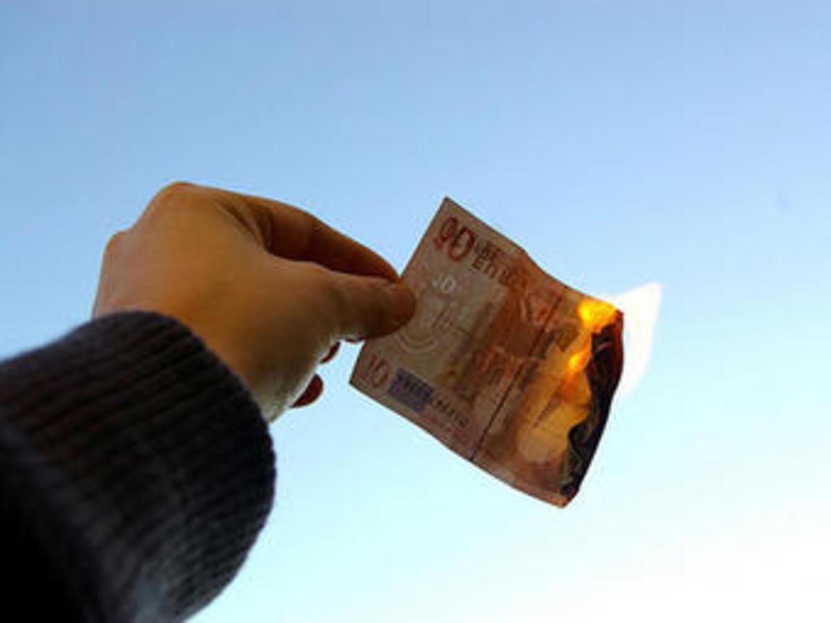 Τρύπα 2,8 δισ. ευρώ στα έσοδα με την τρόικα να περιμένει στη γωνία | Newsit.gr