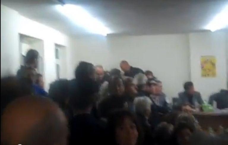 Εύβοια: Ξύλο και βαρύτατες εκφράσεις στο δημοτικό συμβούλιο – Δείτε βίντεο! | Newsit.gr