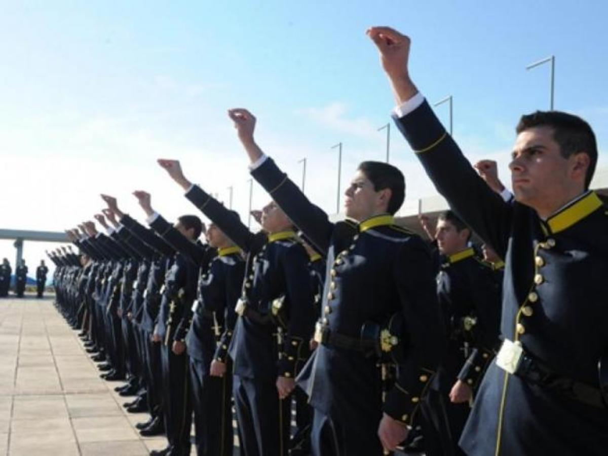 Επανέρχεται το γένος για την εισαγωγή στις στρατιωτικές σχολές. Τροπολογία 85 βουλευτών | Newsit.gr