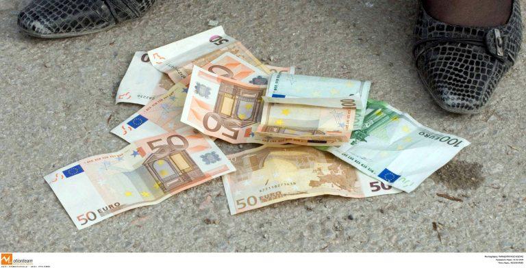 Ο ληστής έχασε τα χρήματα στο δρόμο | Newsit.gr