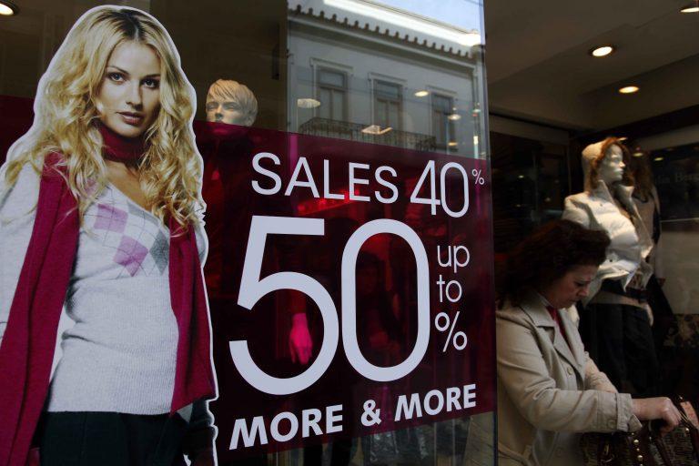 Σε απελπισία οι έμποροι – Βουτιά στο τζίρο των εκπτώσεων | Newsit.gr