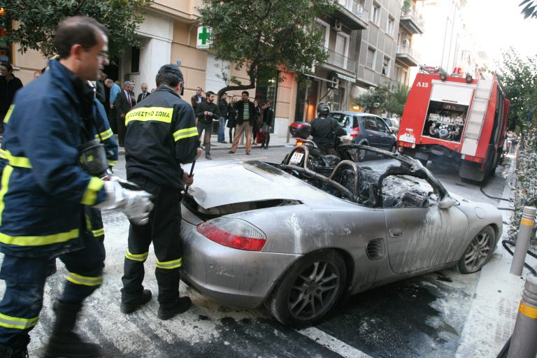 Μπαράζ εμπρησμών πολυτελών αυτοκινήτων   Newsit.gr