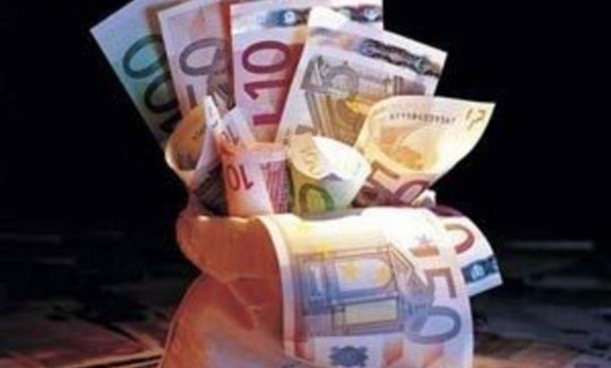 Πέταξαν 326 δις ευρώ | Newsit.gr